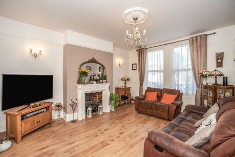4 bedroom  Flat for sale