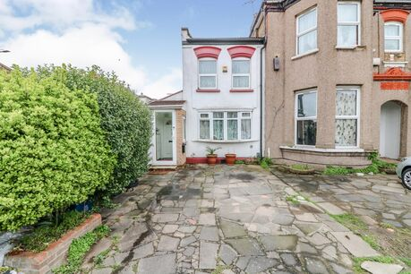 2 Bedroom House For Sale In Essex Reeds Rains
