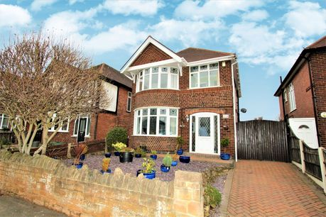 Enlarge 3 Bedroom Detached House For Sale